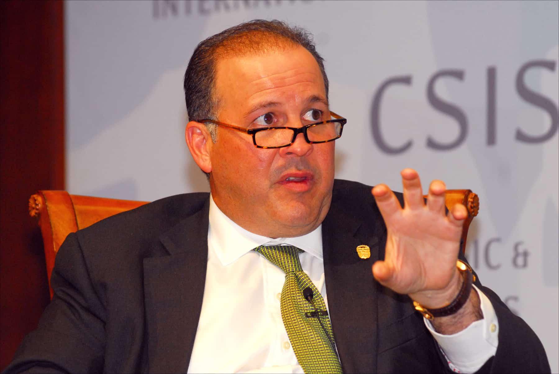 Embajador Emanuel González Revilla Hijo destacado embajador y figura pública